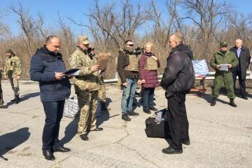 """60 Häftlinge aus """"Luhansker Volksrepublik"""" in kontrollierte Gebiete zurückgekehrt - Fotos"""