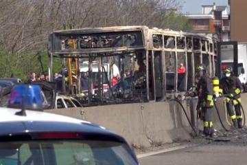 В Італії водій викрав та підпалив шкільний автобус з дітьми