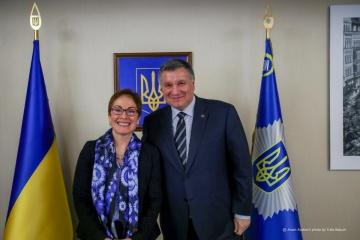 Avakov habla con la embajadora de Estados Unidos sobre la prevención de provocaciones en las elecciones