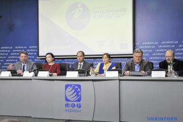 Tres centros de investigación social realizarán el sondeo a pie de urna 2019
