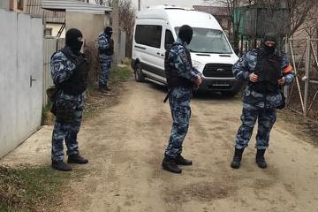 Przeszukania u Tatarów krymskich - rosyjskie siły bezpieczeństwa zatrzymały syna krymskotatarskiego aktywisty Bekirowa WIDEO