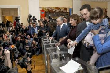 President Poroshenko votes in elections. Photos, video