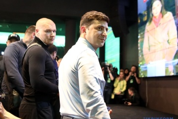 Zelensky propone que Tymoshenko modere su debate con Poroshenko (Vídeo)