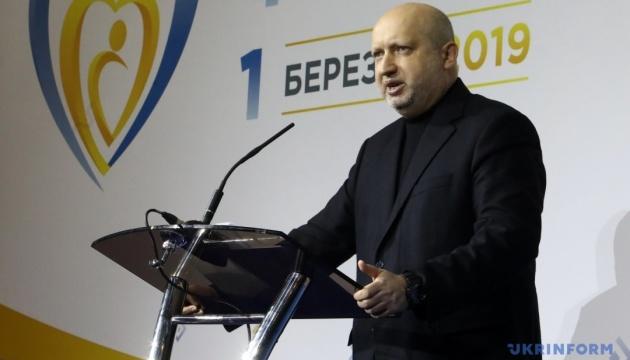 Демографічна криза в Україні: Турчинов озвучив невтішні цифри