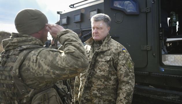 Tag der Freiwilligen: Poroschenko besucht die Front