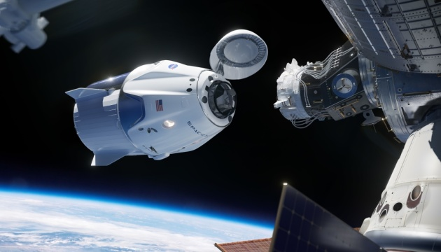 Корабель Crew Dragon із капсулою для астронавтів успішно зістикувався з МКС