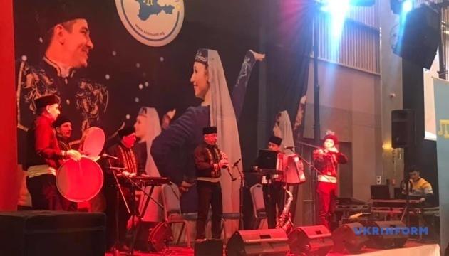 トルコ首都で「クリミアン・ナイト」開催 クリミア・タタールの伝統舞踊と音楽披露