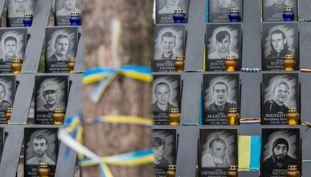 В Киеве осквернили памятник Небесной Сотни, полиция открыла дело