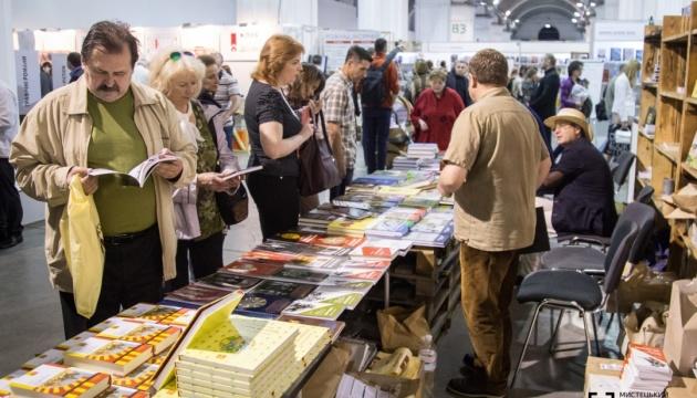 """Книжковий Арсенал не хоче приймати """"ветеранське видавництво"""" та книги про війну"""