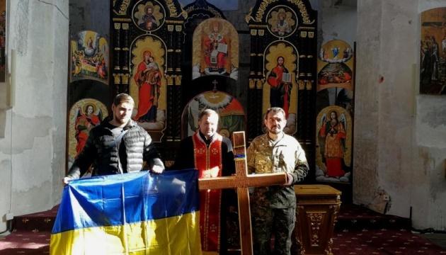 В українському храмі у Вільнюсі освятили хрест подяки для литовської Гори хрестів