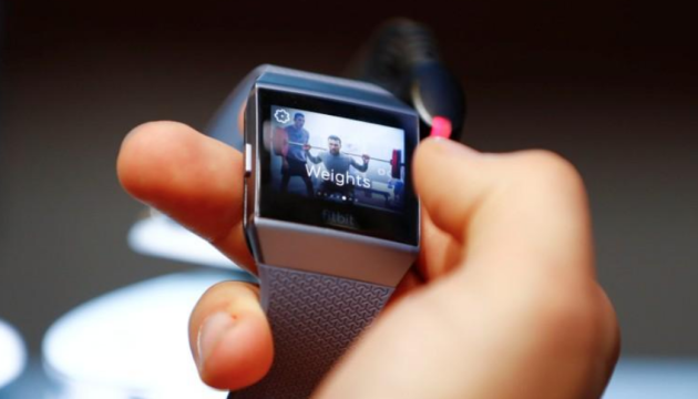 Fitbit представив найдешевший розумний годинник