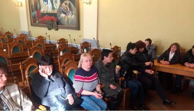 Львівська мерія перенесла засідання через протест стоматологів