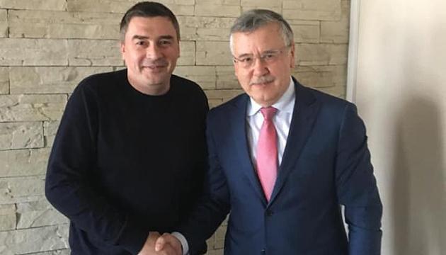 Ще один кандидат в президенти знявся на користь Гриценка