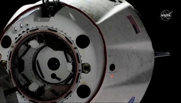 Crew Dragon с капсулой для астронавтов отстыковался от МКС