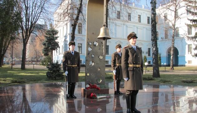 В Міноборони вшанували українських захисників, які загинули у цей день