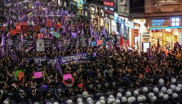 В Стамбуле полиция применила
