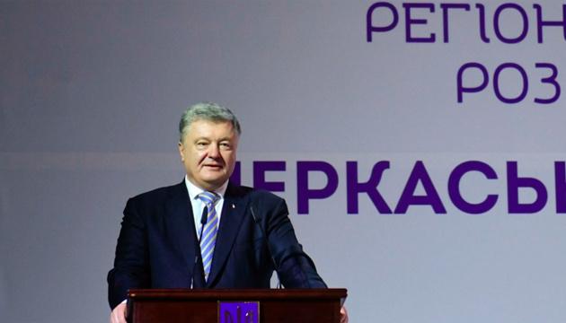Україні потрібні ракети, здатні вражати цілі далеко в тилу ворога — Порошенко