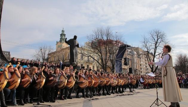 Рекорд України: 407 бандуристів у Львові одночасно виконали твори Шевченка