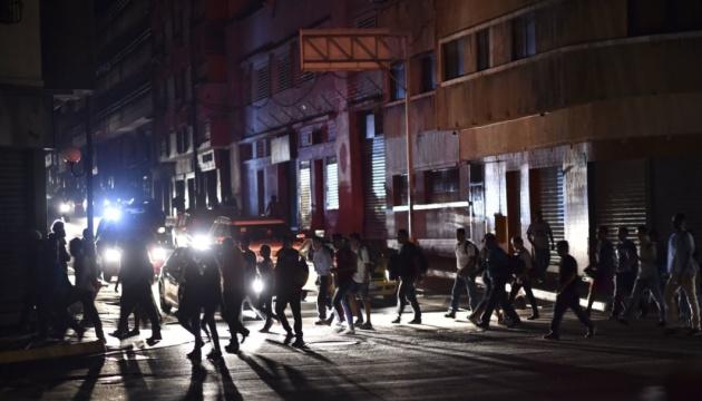 Блэкаут в Венесуэле продолжается, страна до сих пор без света