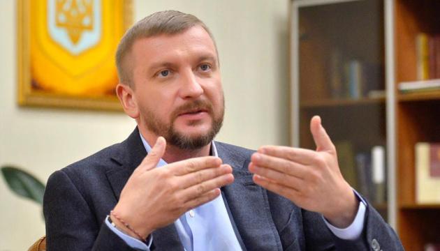 """Петренко заявляє, що суд скасував """"неіснуючу"""" постанову про високі тарифи"""