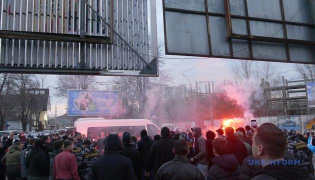 Les activistes du Corps national se sont opposés à la police lors de la visite de Porochenko à Tcherkassy