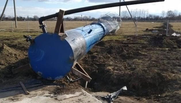 На Тернопільщині вітер звалив водонапірну вежу