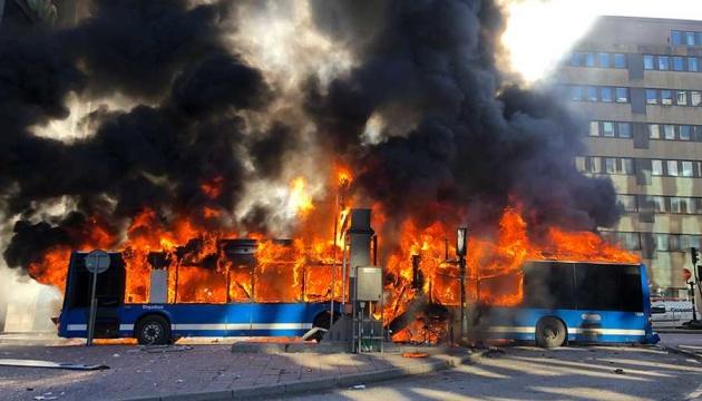 В центре Стокгольма взорвался автобус