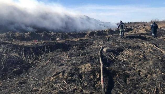 На Львівщині горить сміттєзвалище - пожежа площею майже гектар
