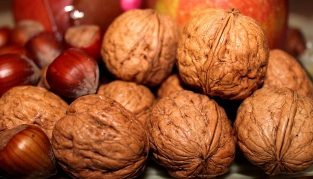 Україна побила рекорд з експорту фруктів та горіхів