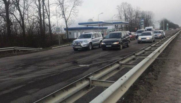 На Буковине непогода заблокировала международную трассу