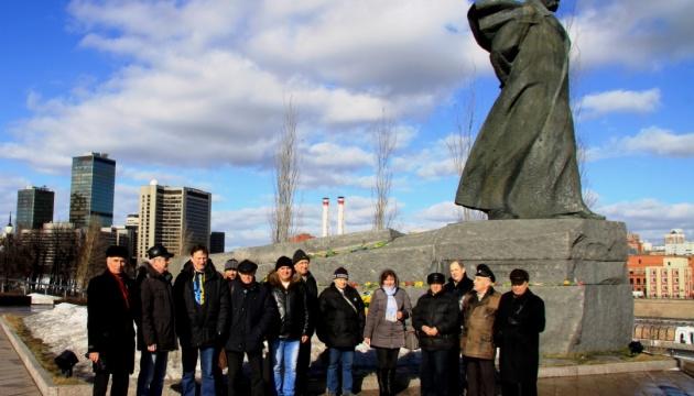 """У Москві пам'ять Кобзаря вшанували під наглядом """"людей у цивільному"""""""