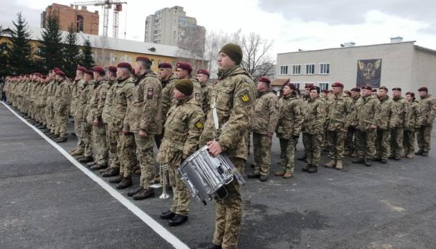 Порошенко зустрівся з десантниками 95-ї бригади