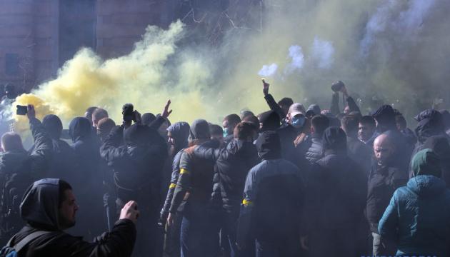 Столкновения с Нацкорпусом: полиция установила основных фигурантов и вручила подозрения