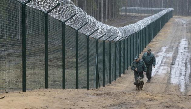 Латвия отгородилась от России 93-километровым забором