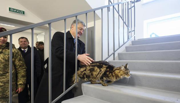Poroschenko eröffnet vier Soldatenwohnheime in Schytomyr – Fotos