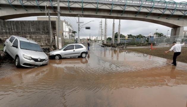 Паводок у Бразилії: 11 загиблих, підтоплений завод Mercedes