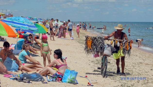 Новий сезон на Арабатській стрілці: чим приваблюватимуть туристів