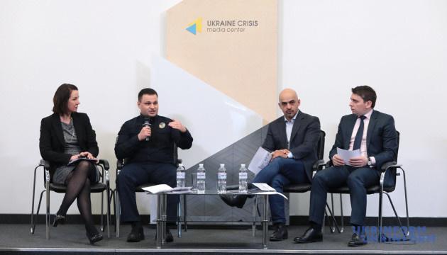 В Киеве презентовали пособие для участников мирных акций