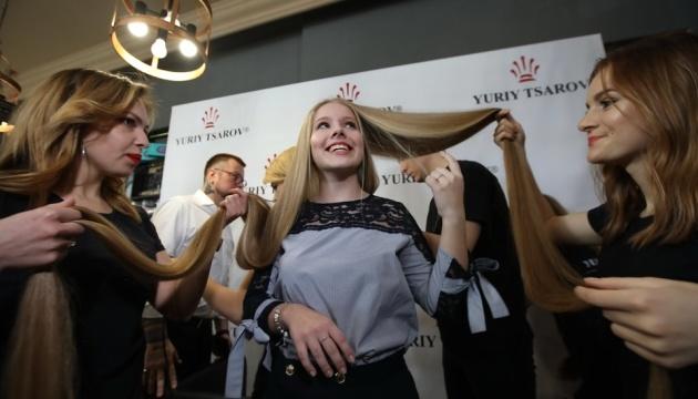 Une habitante de Kyiv détient le record d'Ukraine de la longueur des cheveux