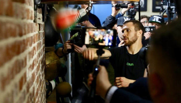Український боксер Ломаченко прокоментував можливий бій з Мейвезером