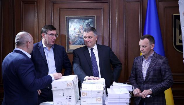 Розкрадання 100 мільярдів: справу екс-податківців Януковича-Клименка передали до суду