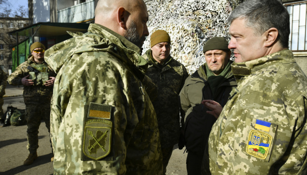 Порошенко: У лавах ЗСУ - 170 тисяч добровольців