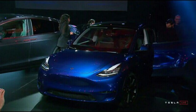 Tesla показала новый электрокар-кроссовер Model Y