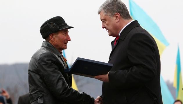 Порошенко посмертно нагородив орденом Свободи президента Гуцульської республіки