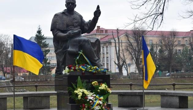 В Ужгороді поклали квіти до пам'ятника президенту Карпатської України