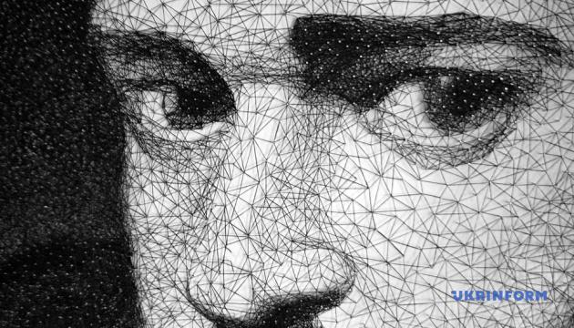 Тернопільський митець з ниток і цвяхів створив портрет Тімберлейка
