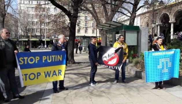 Кремль не приносить миру: у Болгарії пройшла акція проти анексії Криму