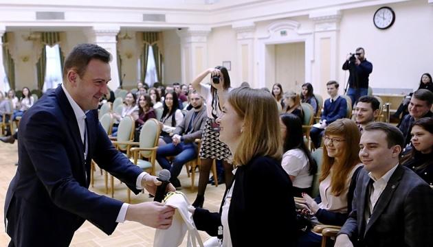 У Школі майбутнього парламентаря молодь напряму спілкується з урядовцями - Бондаренко