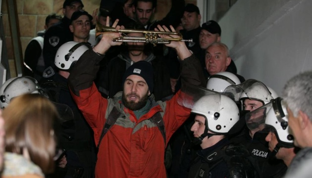 У Сербії опозиціонери вдерлися до будівлі найбільшої телекомпанії