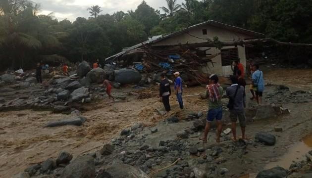В Індонезії від повені та зсувів загинули понад 30 осіб